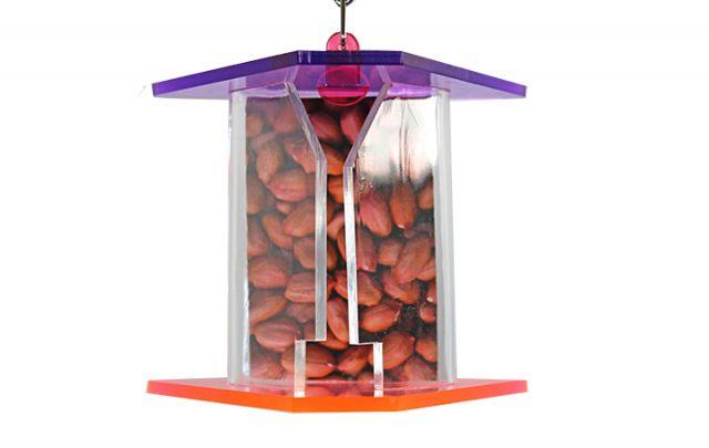 Vogelspielzeug Treat Feeder zum verstecken von Nüssen