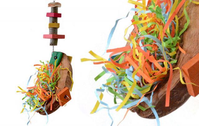 Schredder Bar - wiederbefüllbare Cocosnuss mit Holz und Papierschnipseln für Papageien