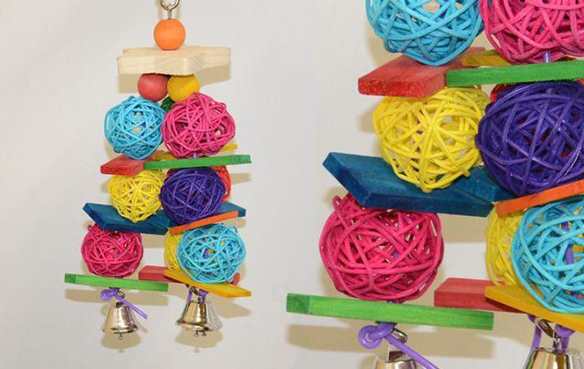 Vogelspielzeug Stern mit Weidenbällen 30 x 10 cm